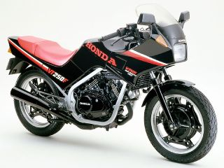 1984年 VT250F・フルモデルチェンジ